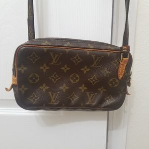 Louisvuitton cross body bag